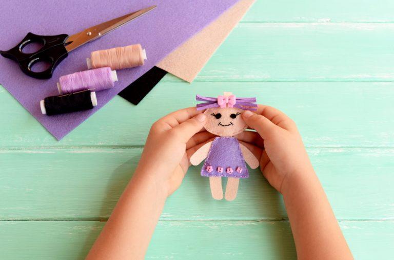 Cum sa creezi cele mai haioase papusi de mana pentru copil