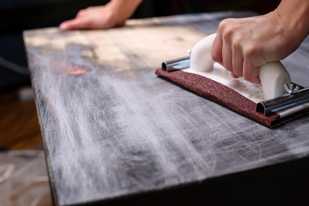 Ce presupune reconditionarea mobilei de lemn