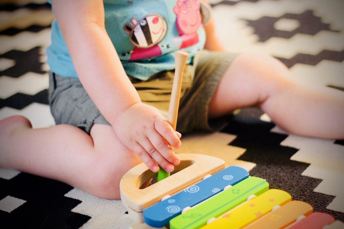 Cum faci jucarii cu materiale pe care le ai in casa