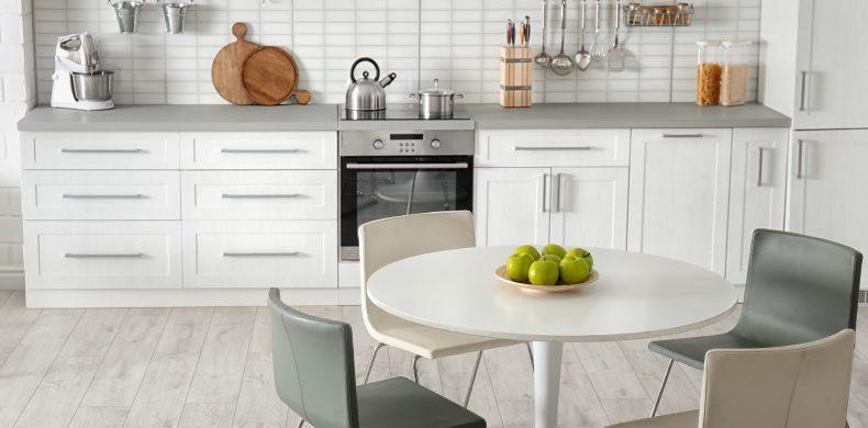 Amenajarea bucătăriei: idei de organizare cu buget prietenos