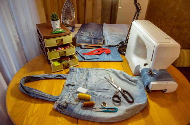 Cum faci o geanta din materiale reciclate