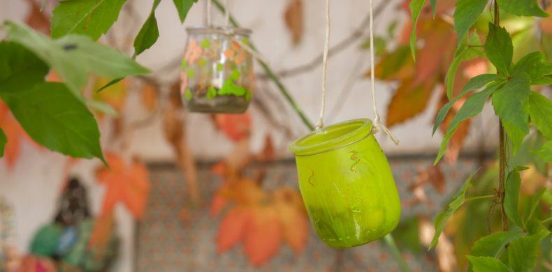 Idei creative pentru decorațiuni din sticle și borcane