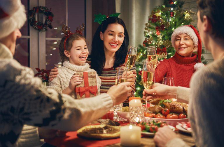 cum amenajezi o masa festiva