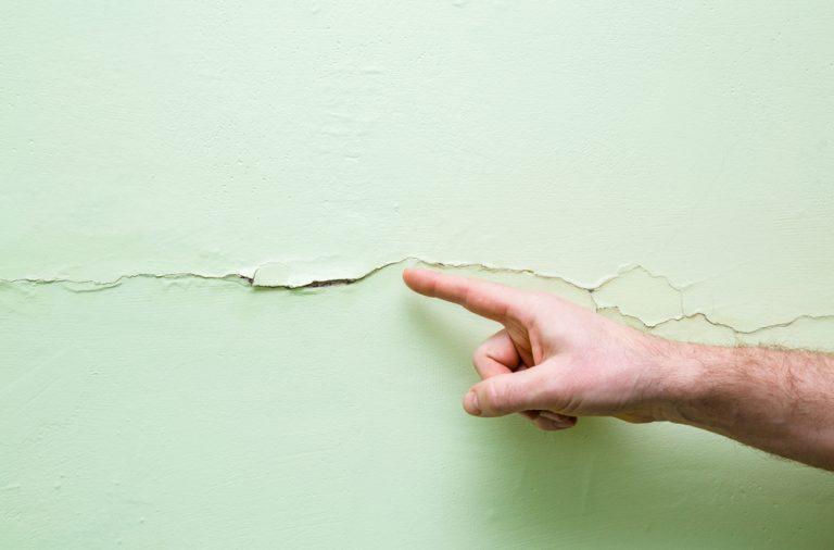 repararea peretilor fisurati