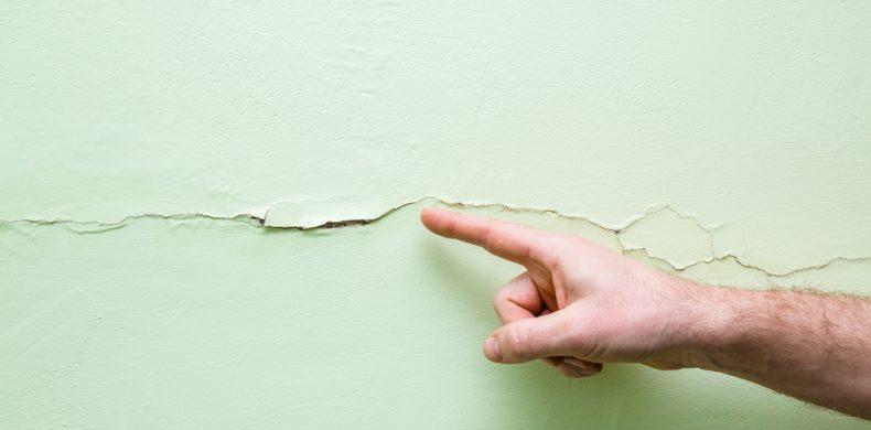 Cum faci reparații ale fisurilor din pereți: sfaturi și informații