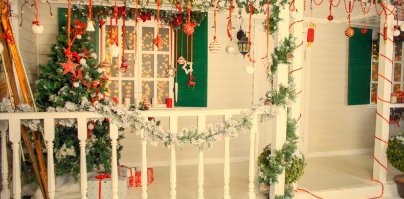 Cum decorezi fațada casei tale de Crăciun – idei inspirate și sfaturi utile