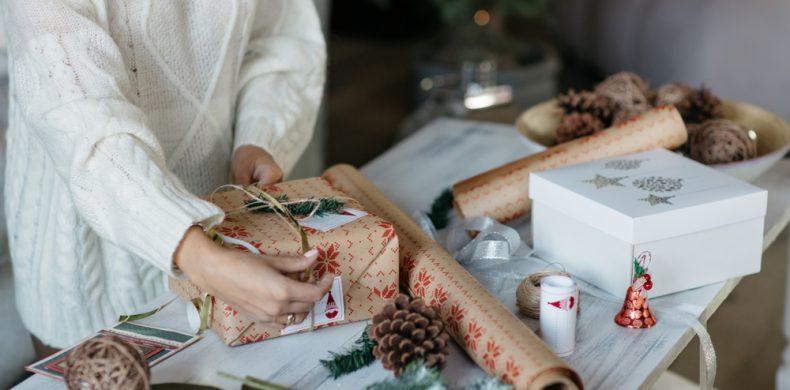 Ambalarea cadourilor de Crăciun: idei și metode creative