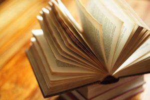 acorda atentie detaliilor ca autor