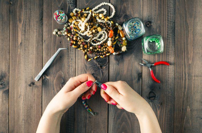 cum poti refolosi bijuteriile stricate