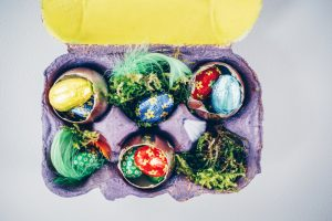 cos pentru fructe din cofraje de oua