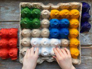 jocuri interactive pentru copii din cofraje de oua