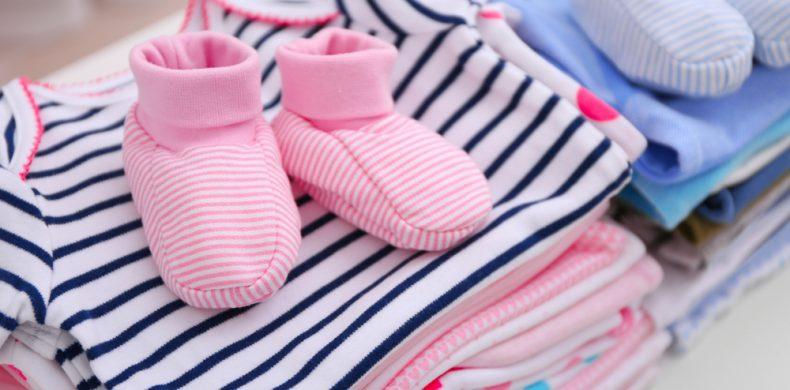 Ce poți face cu hainele bebelușului, când rămân mici