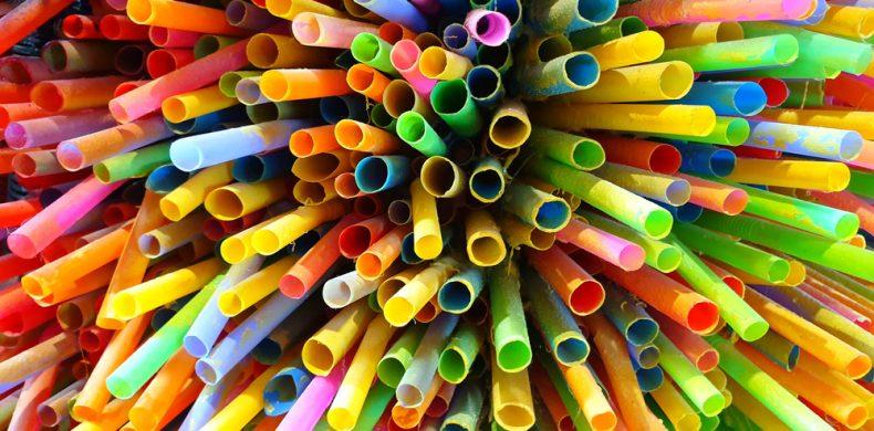 De ce sunt paiele de plastic periculoase, cum să le eviți și ce să faci cu cele folosite